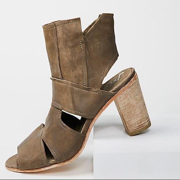65fc7bf38be BNIB Free People Leather Cutout Sandal 38